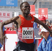 Getachew Terfa Negari of Ethiopia crosses the finishing line to claim the men's title at the 2013 Xiamen International Marathon in South China's Fujian province on Jan 5, 2013, by setting a new course record of 2:07:32. [Photo by Cui Meng / Asianewsphoto]