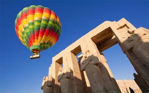Hot-air Balloon near Luxor, Egypt (www.telegraph.co.uk )