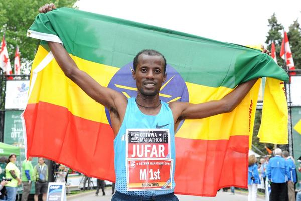 Tariku Jufar after winning the Ottawa Marathon (Photo: Viktah Sailer)