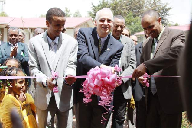 (L-R) Dr. Amir Aman, Ethiopian State Minister of Health, Donald Booth, U.S. Ambassador to Ethiopia, and Binalf Andualem, Amhara National Regional State Vice President and Educational Bureau Head cutting the ribbon at the laboratory inauguration ceremony.(Photo: Courtesy of US Embassy, ethiopia)