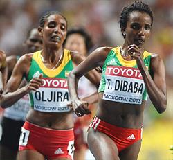 Tirunesh Dibaba of Ethiopia leads Belaynesh Oljira of Ethiopia and Gladys Cherono of Kenya in the women's 10,000 meters (Photo by Dylan Martinez / Reuters