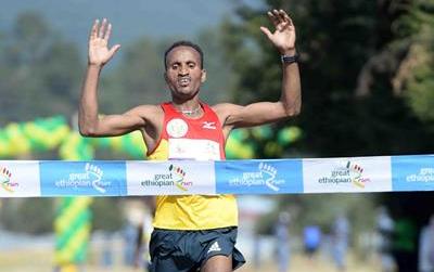 Atsedu Tsegay winning the 2013 Great Ethiopian Run (Photo: Jiro Mochuzuki)