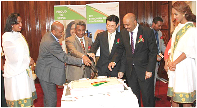 Left to right: The CEO Tewolde G. Mariam, H.E Getachew Mengistie, H.E Mr. Lee Yi Shan  and H.E. Tadesse Haile cutting cake marking the opening of services to Singapore
