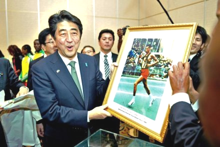Japan's prime minister Shinzo Abe kicks off a visit to Ethiopia by meeting the country's running stars and receiving a gift from the son of late barefoot marathon legend Abebe Bikila. (Credit: AFP)