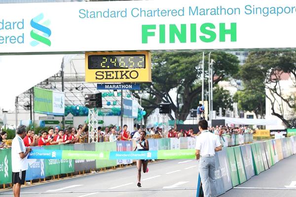 Waganesh Amare winning at the 2014 Standard Chartered Marathon Singapore (Photo: IAAF.org)