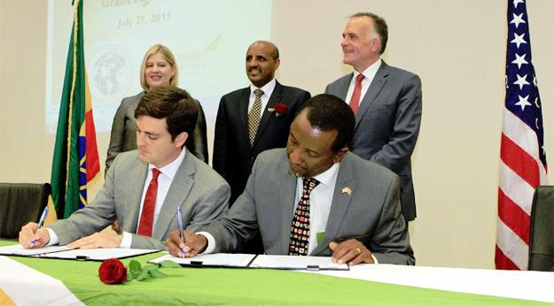 USTDA & Ethiopian Airlines signing ageement (credit: EthiopianAirlines.com)