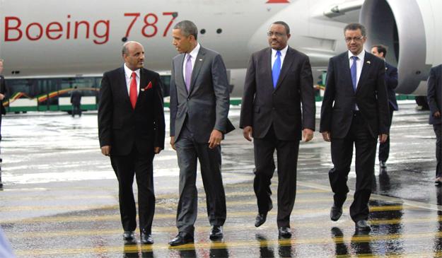 Tewolde Gebremariam (left), President barack Obama, Prime Minister Hailemariam Desalegn and Minsiter of Foreign affairs Teodros Adhanom at Bole International Airport (credit: Ethiopian Airlines)