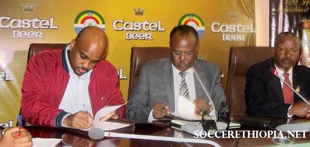 BGI Ethiopia marketing director Esayas Hadera (left) and EFF President Juneydi Basha signed the MOU (photo credit: SoccerEthiopia.net)