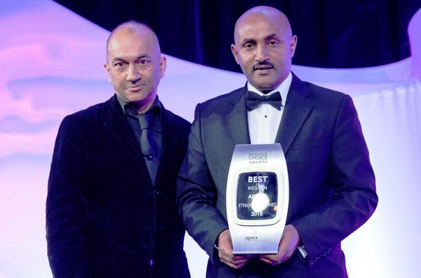 Nigusu Worku Wordofa, Ethiopian Airlines North America Area Manager (right) receiving the award (credit: Ethiopian Airlines)