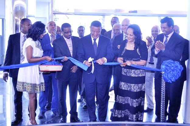 Ethiopia President Mulatu Teshome cutting the ribbon during the opening ceremony of Marriott Executive Apartments (Photo credit: marriott.com)