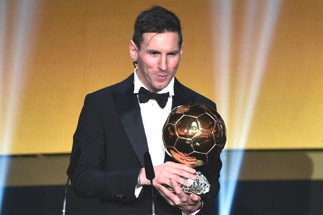 Barcelona and Argentina forward Lionel Messi holds his trophy after receiving the 2015 FIFA Ballon d'Or award for player of the year, in Zurich on January 11, 2016 (AFP Photo/Fabrice Coffrini)