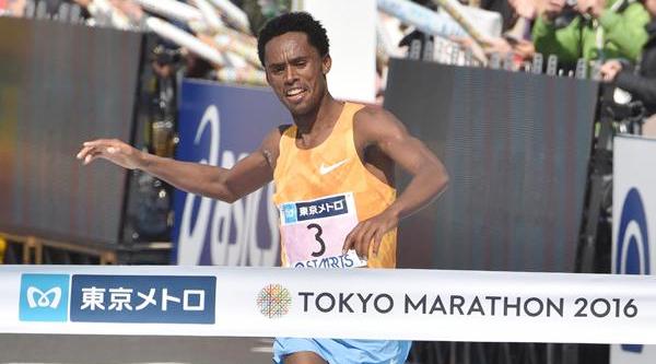 Tokyo Marathon: Feyisa Lilesa takes men's title