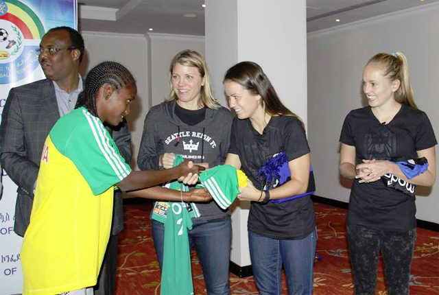 Juneidi Basha, President of the Ethiopia Football Federation and Teresa Predmore, owner of the Seattle Reign observing the jersey swap between Emebet and Lauren (Photo: US Embassy)