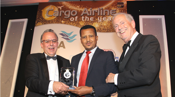 Mr. Fitsum Abadi (center), Managing Director, Ethiopian Cargo Services upon receiving the award