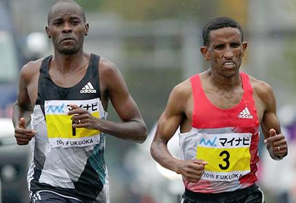 Patrick Makau (l) and Yemane Tsegay (r) at the Fukuoka Marathon. Tsegay won the race with Makau second. (Kabuki Matsunaga/Agence SHOT)